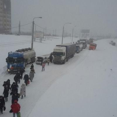 Сибір завалило снігом: за день випала місячна норма (ФОТО)