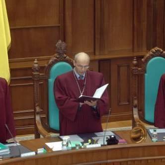 КС вирішує долю закону про люстрацію, за яким відсторонили суддів і чиновників Януковича