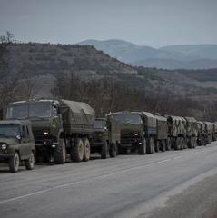 З'явилося відео військової техніки, яку Росія перегоняє до Криму (ВІДЕО)