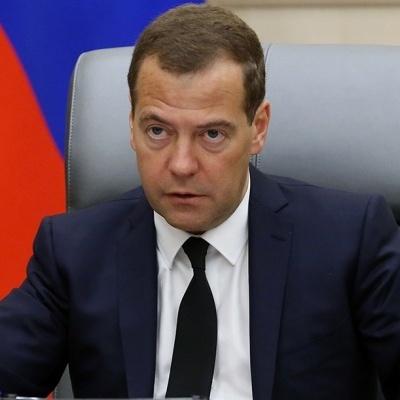 Медведєв прокоментував відміну повітряного сполучення між РФ і Україною