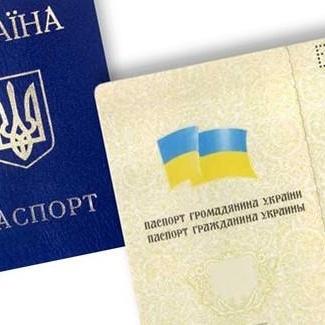 """Порошенко розгляне петицію про український паспорт """"без мови окупантів"""""""