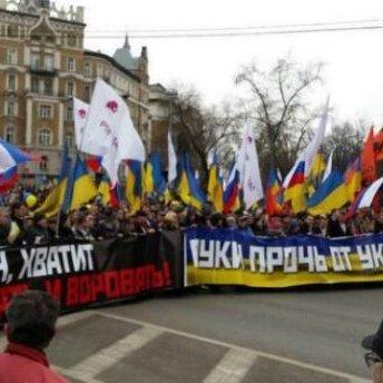 В Росії всіх українців викликають до міграційної служби