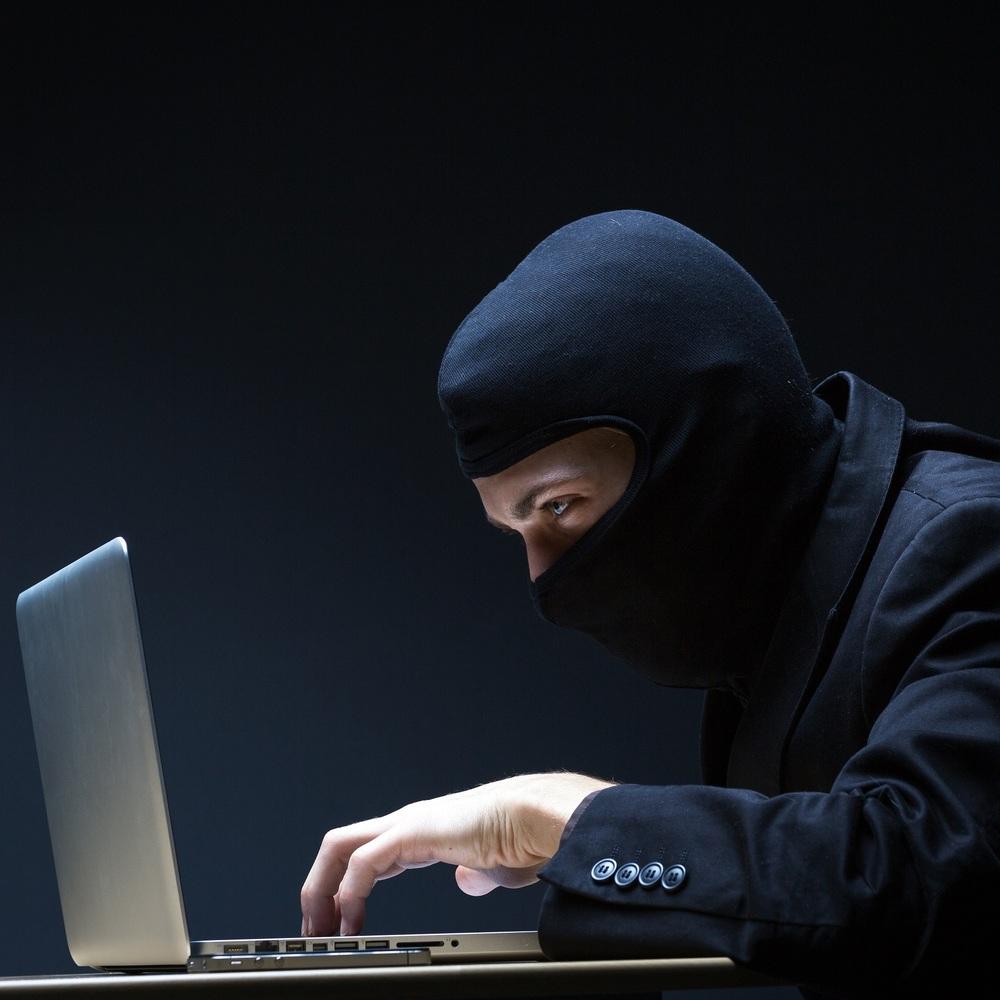СБУ заарештувала хакера, який намагався заблокувати мобільний зв'язок