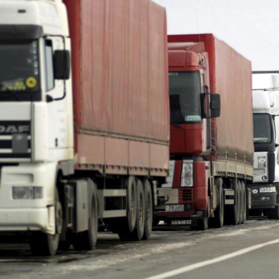 Кабмін обмежив вагу автомобілів, які їздять українськими шляхами