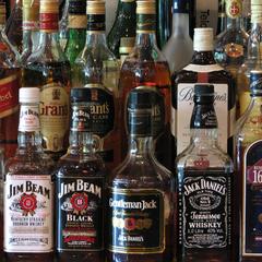 У Києві податківці вилучили елітного алкоголю і тютюну на майже 1,5 мільйона гривень