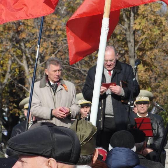 У Донецьку комуністи роздають партквитки (фото)