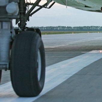 В Росії Boeing 777 перед зльотом зачепив Ан-26