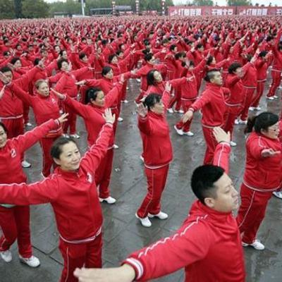 18 тисяч китайських пенсіонерів станцювали запальний танок (ВІДЕО)