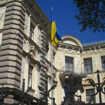 З українського посольства в Ризі евакуювали людей