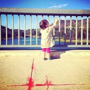 Ештон Катчер вперше показав фото доньки з благодійною метою