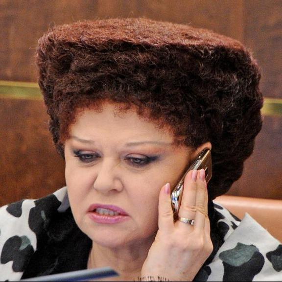 Російський сенатор показала карикатуру на Charli Hebdо, яка є плагіатом на малюнок Майдану
