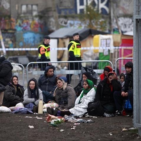 Шведський король співчуває біженцям, але розміщувати їх у своєму палаці поки відмовляється
