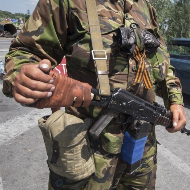 Біля Донецька виявили 100 бойовиків в українській військовій формі