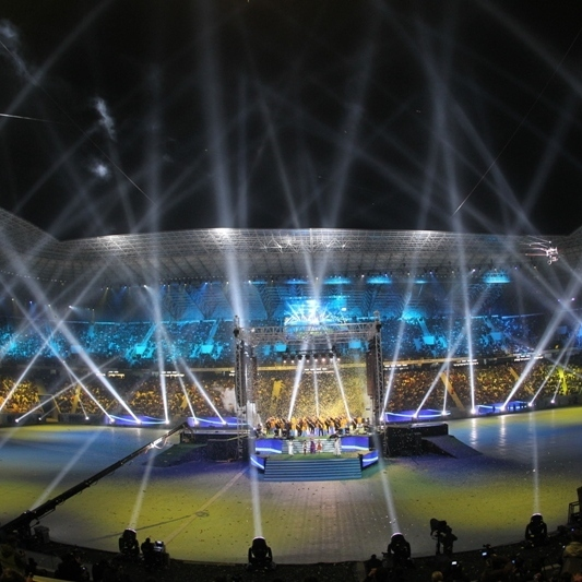Мурашки по шкірі: Арена-Львів співає Гімн України (ВІДЕО)