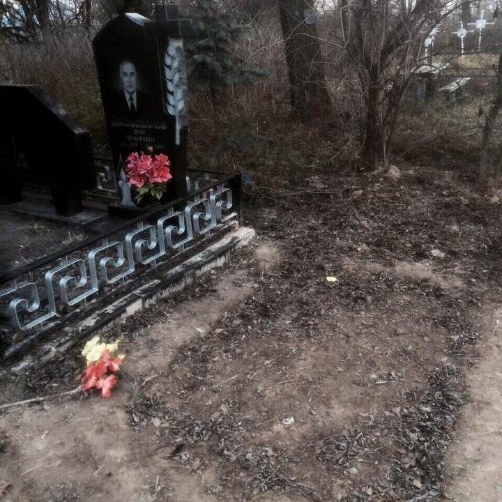 Під Києвом вандали спаплюжили могилу Героя Небесної Сотні