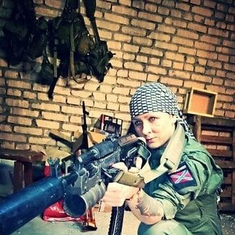 """За """"ЛНР"""" і """"ДНР"""" воюють сотні жінок"""