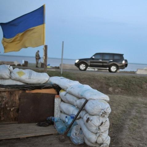 """На кордоні з анексованим Кримом перекриють пропускний пункт """"Чонгар"""""""