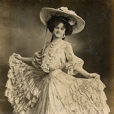 Як виглядали жінки 150 років тому