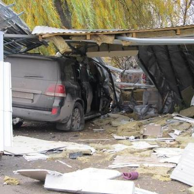 У Кам'янець-Подільському джип влетів у зупинку: три людини загинуло (ФОТО)