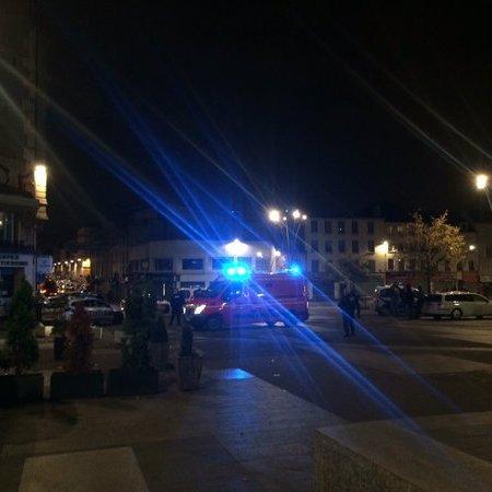 Смертниця підірвала себе в ході спецоперації поліції в передмісті Парижа
