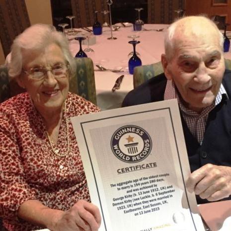 У Британії одружилися 91-річна жінка та 103-річний чоловік (ФОТО)