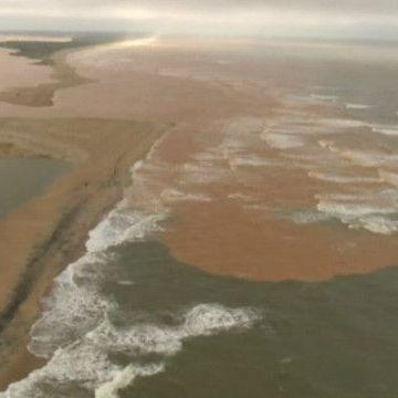 В Атлантичний океан вилився потік токсичного бруду (відео)