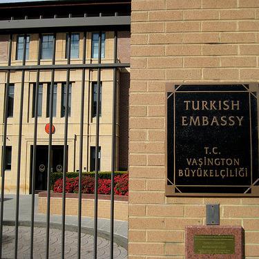 """""""Відплата неминуча!"""" - в Москві під посольством Туреччини проходить акція протесту"""