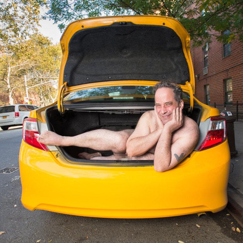 Таксисти Нью-Йорку роздяглися для календаря (фото)