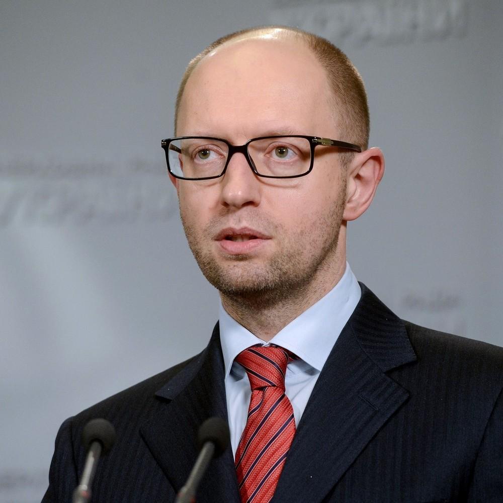 Яценюк заявив, що приймає рішення про заборону польотів для всіх літаків РФ