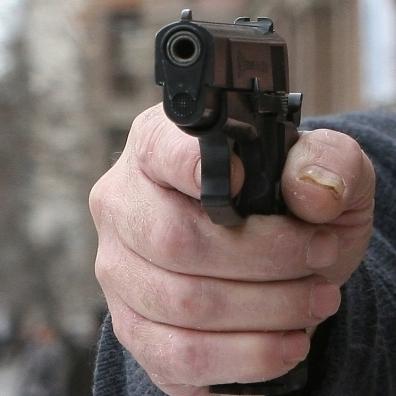 У Хмельницькому невідомий двічі відкривав стрілянину, є поранені