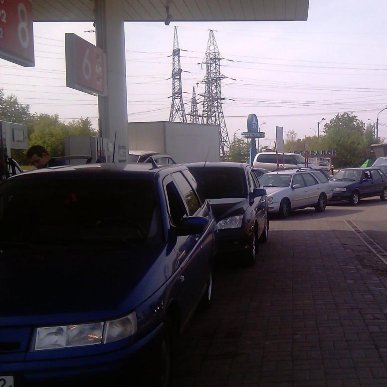Величезна черга за бензином у Криму (відео)