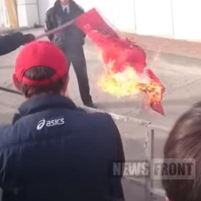 Козаки з Росії спалили прапор Туреччини перед консульством (ВІДЕО)