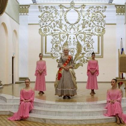 У Луганську пройшов бал, присвячений російській імператриці Катерині Другій (фото, відео)