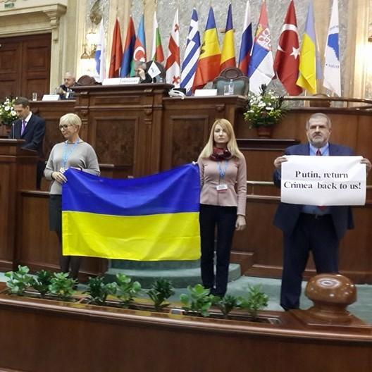 Активісти влаштували спікеру Держдуми феєричний виступ у Бухаресті