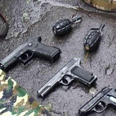 У Києві у 17-річного хлопця вилучили гранати, пістолети та підробні документи