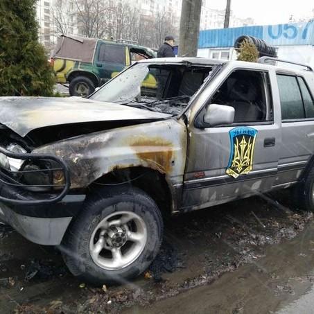 """У Харкові невідомі спалили три машини """"Айдару"""" (ФОТО)"""