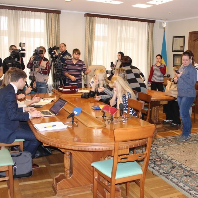 Журналісти обурились, як з ними вчинили на нараді нового мера Дніпропетровська