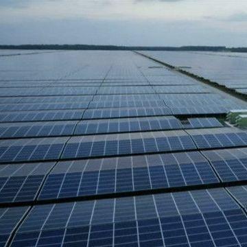 У Франції похвалилися гігантським полем сонячних батарей (відео)
