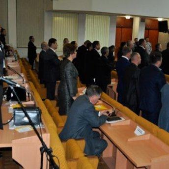 Депутат-сепаратист демонстративно зневажив гімн України (ВІДЕО)