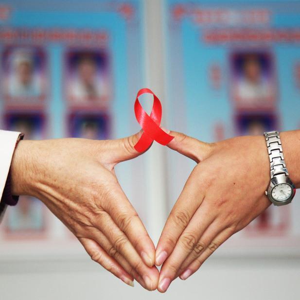 Чи здатні люди обійняти ВІЛ-інфікованого?(відео)