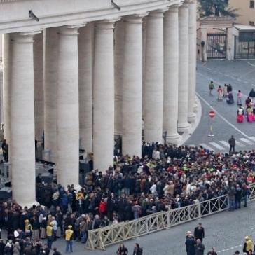 У Ватикані на спеціальному богослужінні та інавгурації Року милосердя бере участь кількадесят тисяч осіб