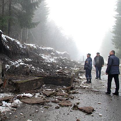 Через зливи рухнула стіна на Закарпатті