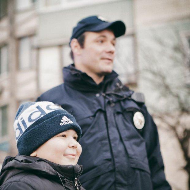 Маленького хлопчика на день зробили поліцейським