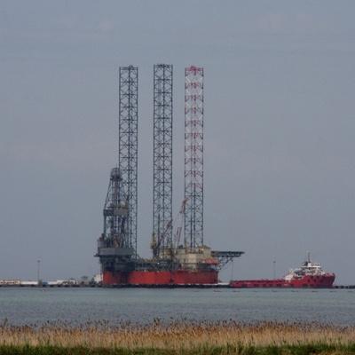Турецьке судно завадило переміщенню бурових установок РФ у Чорному морі