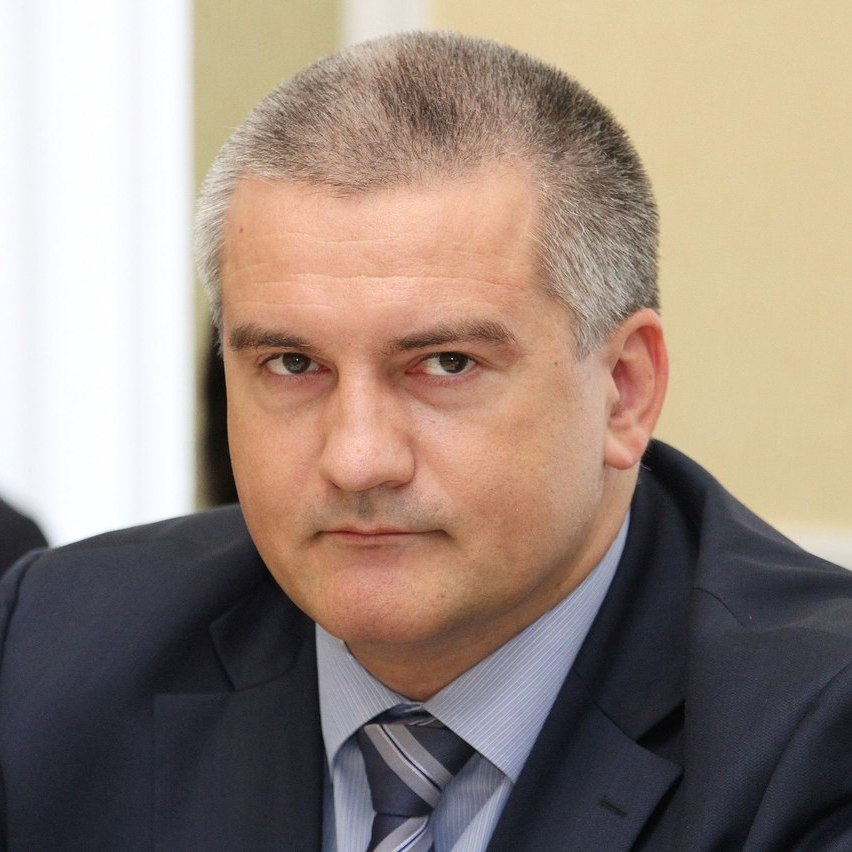 Окупант Аксьонов оголосив у Криму режим військового стану