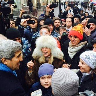 Лавров подарував Джону Керрі Діда Мороза з ялинки