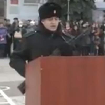 """Російський солдат дав присягу у Севастополі під вигуки """"Аллаху акбар!"""" (ВІДЕО)"""