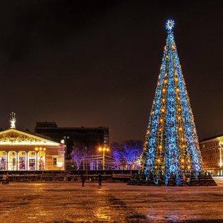 Головну ялинку Воронежу прикрасили у кольори українського прапора