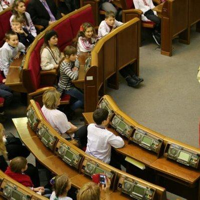 Журналісти висловились з приводу Дня Святого Миколая у парламенті