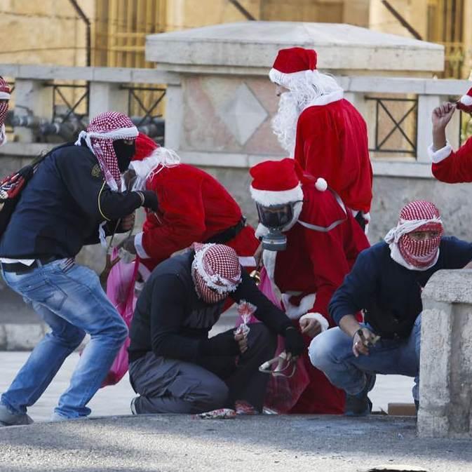 На палестинському кордоні солдати побилися з Санта Клаусами(фото)